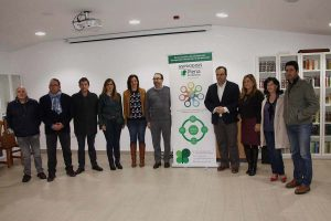 El gerente de Asprodisis junto a los diputados provinciales y alcaldes y concejales de la Serranía.