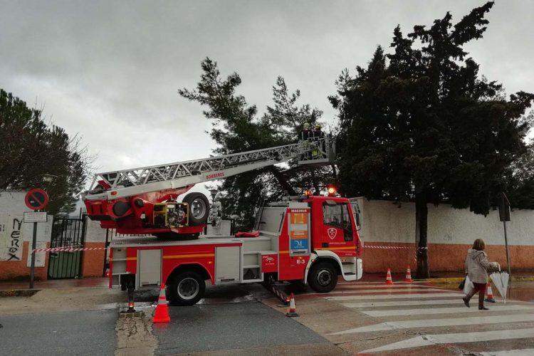 El temporal deja sin luz toda la tarde a varios municipios del Alto Genal y los bomberos tienen que retirar otro árbol caído en Ronda