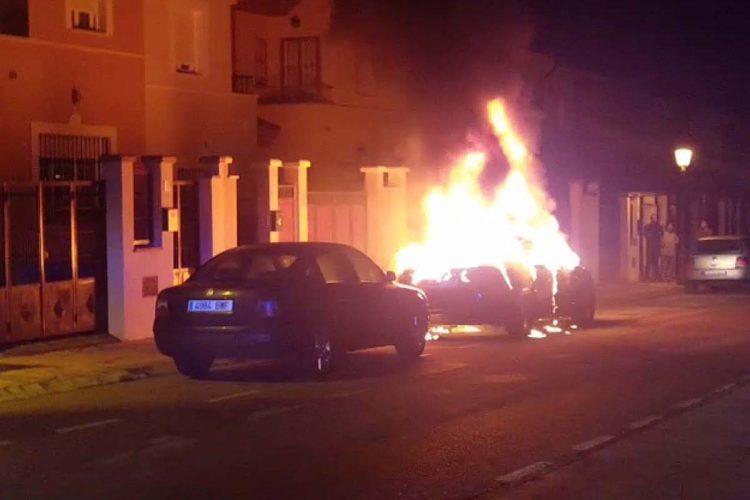 Un coche resultó calcinado en la urbanización del Arenal el pasado fin de semana