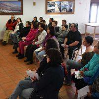 Los vecinos de Cartajima participan en un taller informativo sobre ictus y alzhéimer