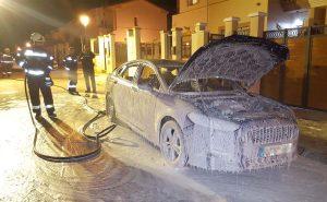 El vehículo quedó totalmente calcinado.