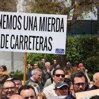 Imagen de la multitudinaria manifestación en la que cinco mil serranos exigieron la mejora de las carreteras.