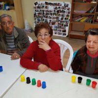 Personas mayores de Alpandeire refuerzan su memoria participando en un singular taller
