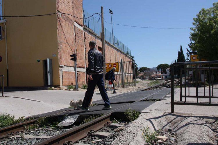 Valdenebro y Márquez insisten en que el Tripartito no tiene ninguna intención de suprimir el paso a nivel del tren de El Fuerte