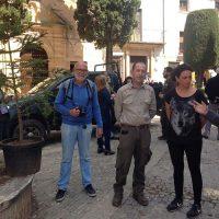Un pinsapo vuelve lucir en la plaza Duquesa de Parcent gracias al profesor Andrés Rodríguez y al Glaucal de La Nava