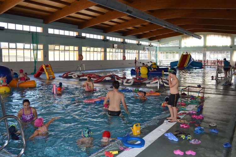 El Área de Deportes del Ayuntamiento presenta el programa de colonias de verano que comenzará el 25 de junio