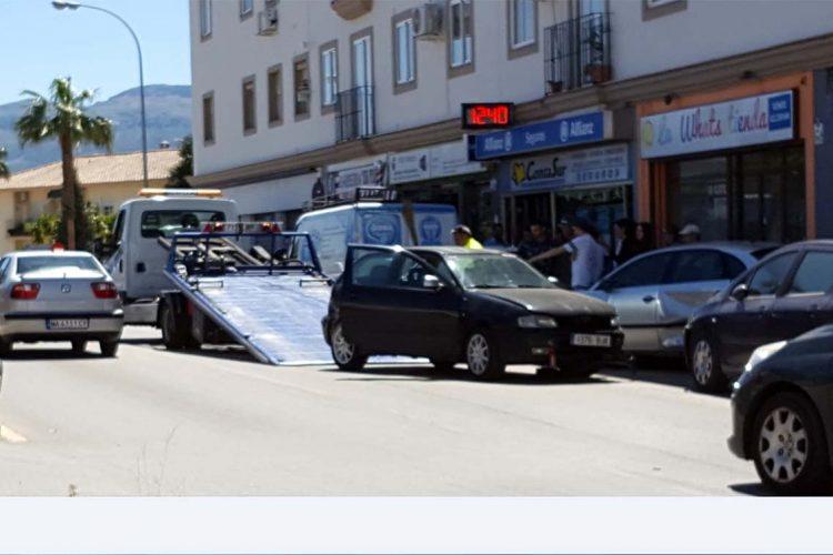 Un accidente múltiple en el que se han visto implicados seis vehículos se salda con numerosos daños materiales
