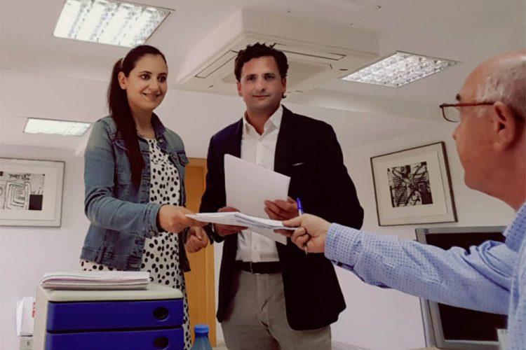 Isabel Aguliera presenta los avales necesarios para formalizar su candidatura de cara a las primarias del PSOE