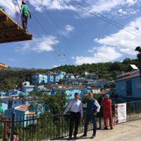 La 'aldea azul' de Júzcar pone en marcha una serie de atracciones al aire libre con un plan turístico de la Diputación