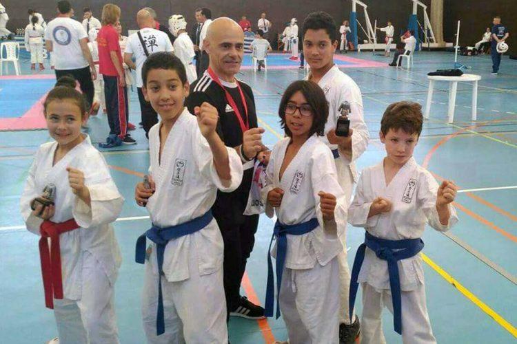 Los alumnos de la Escuela Seiken logran tres trofeos en la Liga Provincial de Kárate celebrada en Nerja