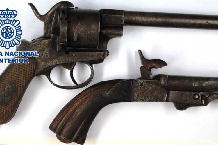 La Policía Nacional detiene a un hombre que robó armas de fuego históricas en dos viviendas de Ronda