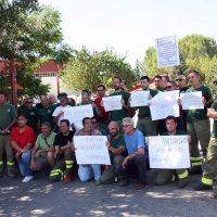 Los bomberos forestales del Infoca de Ronda afrontan la segunda semana de movilizaciones y de encierros