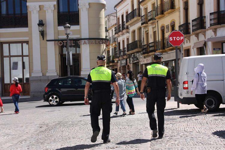 La Policía Local de Ronda detiene a tres personas por tenencia ilícita de armas