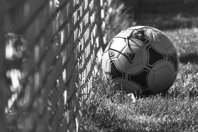 El Málaga C.F. mantiene el liderato pese a caer derrotado en Elche
