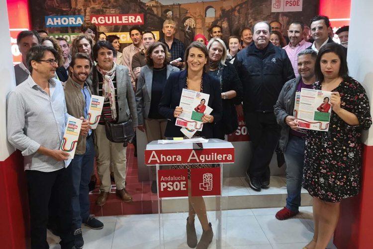 Aguilera da el pistoletazo de salida a la precampaña de las elecciones locales arropada por sus colaboradores y por la ejecutiva provincial del PSOE
