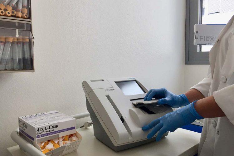 La Unidad de Laboratorios del Área Sanitaria Serranía incorpora un analizador para los niveles de hemoglobina glicosilada
