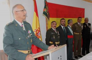 Autoridades civiles y militares.