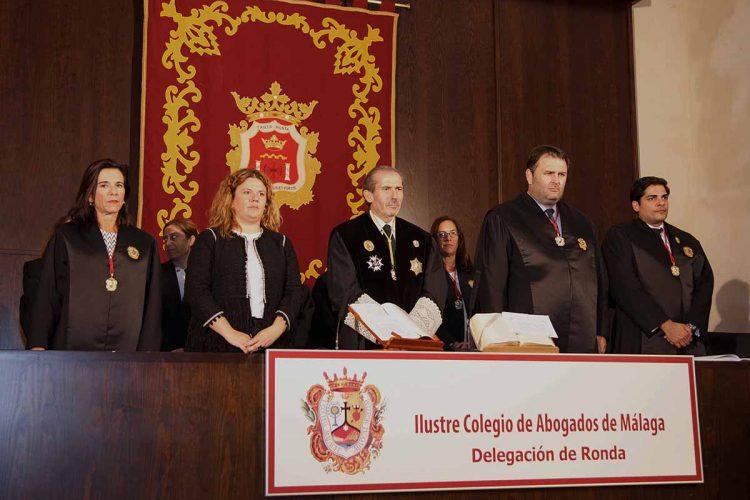 Valdenebro hace un desplante a los abogados rondeños en el día de su patrona tras ser criticada la gestión del Ayuntamiento en casos de violencia de género