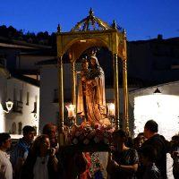 La patrona de Cartajima, la Virgen del Rosario, recorrió las calles de pueblo en el día de su festividad