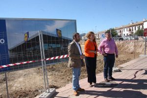 Ayuntamiento y constructora en las obras.