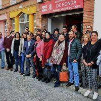 Ruiz Espejo fuerza una foto con Aguilera y Valdenebro para intentar dar una imagen de unidad en el PSOE de cara a las autonómicas