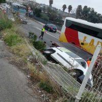 Aparatoso accidente aunque sin heridos al precipitarse una furgoneta por un talud junto a Alipensa