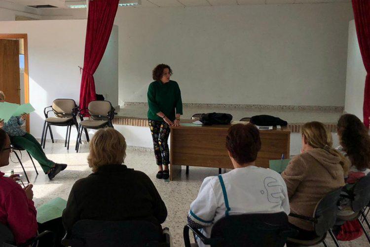 La Unidad de Gestión Clínica de Algatocín realiza un taller para personas cuidadoras en Jubrique