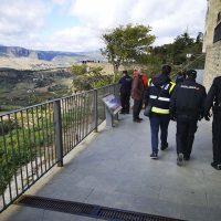 Cuatro agentes de la Policía Nacional evitan que un ciudadano se suicide saltando al Tajo