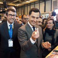 Juanma Moreno reitera en Fitur su compromiso de realizar la autovía de Ronda