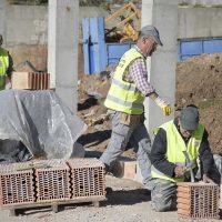 Jubrique acondiciona el entorno de los apartamentos rurales