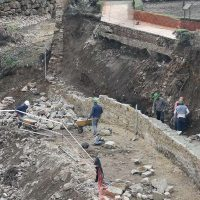 La Consejería de Cultura acomete las obras de reparación del muro y recinto de los Baños Árabe que resultaron dañados con el temporal
