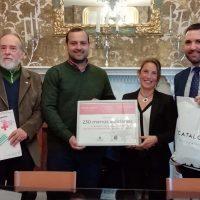 La campaña navideña de la cadena hotelera Catalonia consigue repartir 230 menús solidarios en Ronda a familias sin recursos