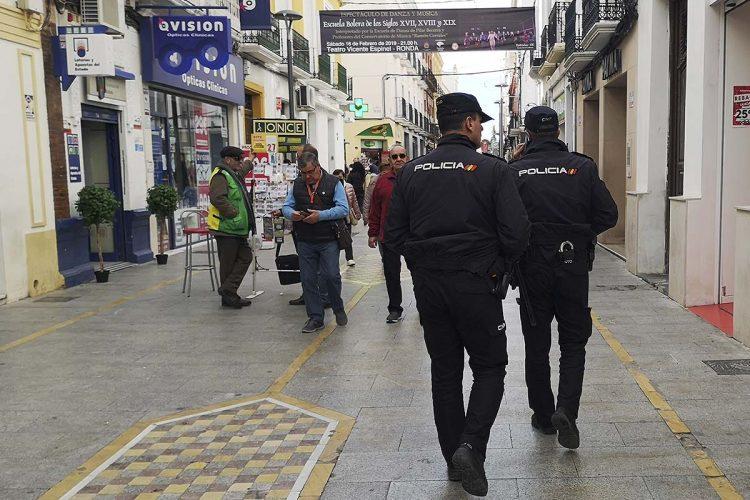 La Policía Nacional detiene en Ronda a una pareja por perpetrar un robo con violencia en una casa habitada