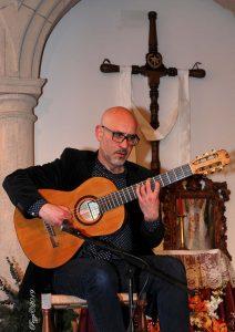 Paco Seco a la Guitarra.