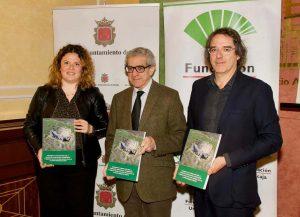 La alcaldesa, el presidente de la Fundación Unicaja y el vicedecano de la UMA,