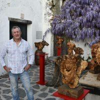 Un artista crea en Parauta esculturas que recorren todo el mundo