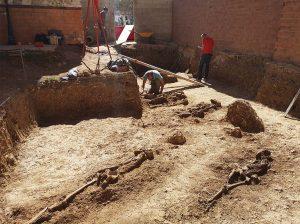 Los trece esqueletos están en este solar en obras.