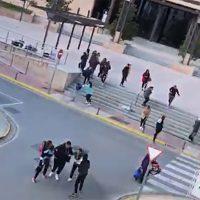 Incidentes en el Palacio de Justicia con disparos al aire de la Policía para desalojar a familiares y amigos de los 28 detenidos por el operativo antidrogas