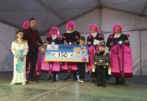Los premios al mejor disfraz infantil y adulto.