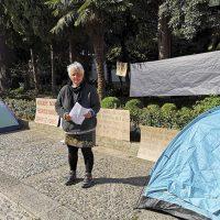 Acampada en las puertas del Consistorio para reclamar viviendas dignas y que se garanticen los recursos básicos de todas las personas