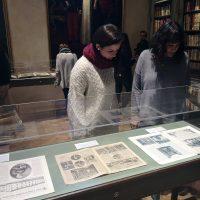 La Real Maestranza de Caballería celebra el Día Internacional del Libro en una jornada de puertas abiertas de su biblioteca y con una muestra sobre revistas históricas de Ronda
