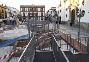 Los trabajos de remodelación de la plaza no han terminado para la fecha anunciada.