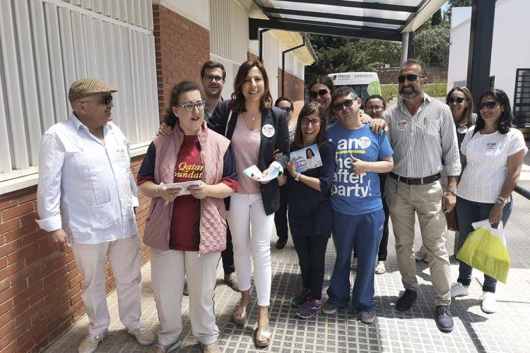 Maripaz Fernández explica a los usuarios de Asprodisis las propuestas del PP para mejorar la calidad de vida de las personas con discapacidad