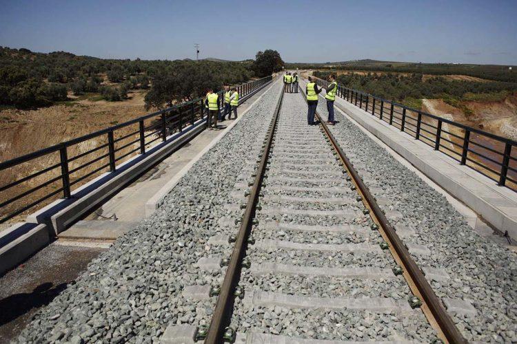 Adif adjudica la redacción del proyecto de la renovación de tramos de la vía férrea Ronda-Bobadilla con una inversión de 482.000 euros
