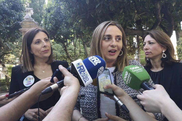 """Marifrán Carazo, consejera de Fomento: """"Además de iniciar la autovía de Ronda, vamos a destinar 6 millones para acondicionar las carreteras de Ardales y de San Pedro de Alcántara"""""""