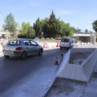 """Un grupo de vecinos denuncia que la nueva rotonda de la avenida de Málaga, además de provocar accidentes, es """"un auténtico cuello de botella"""""""