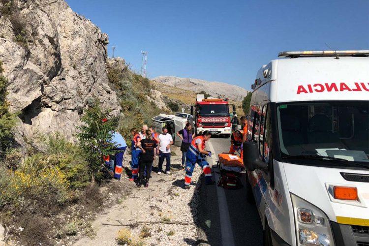 Un hombre resulta herido tras volcar el vehículo que conducía en la carretera A-397 Ronda-San Pedro de Alcántara