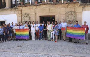 Acto institucional en las puertas del Ayuntamiento.