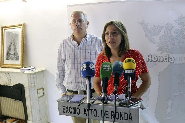 La alcaldesa firma el decreto con el reparto de las diferentes responsabilidades municipales