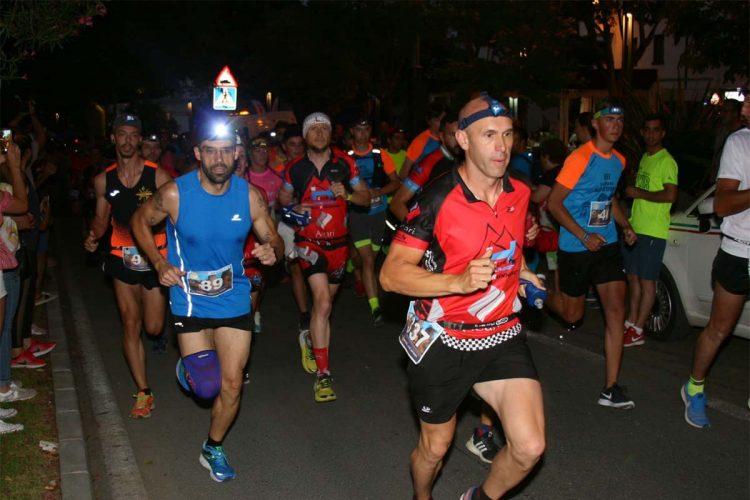 Cerca de 600 deportistas participan en la VII edición de la Carrera Nocturna 'Ciudad de Ronda'